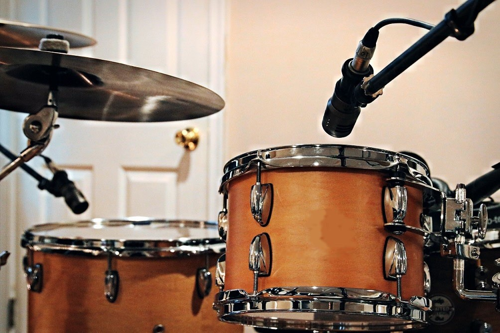 drum set with microphones